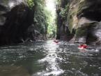 Nage et crapahutage dans le canyon